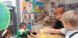 Ellen Andersen vil inspirere barna til å skape. (Foto: Judith Sørhus Litlehamar)