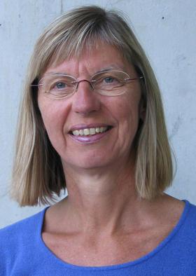 Anne Høigård er mellom anna forfattar av Barns språkutvikling som er pensum på dei fleste barnehagelærarutdanningane. Foto: Universitetsforlaget