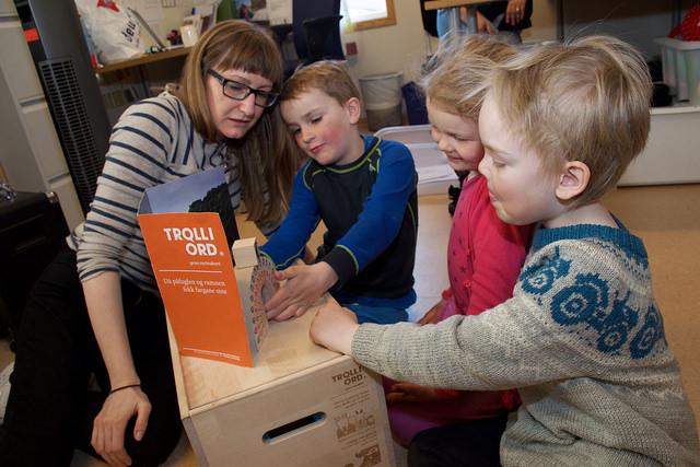 Her er i Salamonsskogen barnehage bruker dei Troll i ord - ein av språkutviklingspakkane som finst på nynorsk. (Arkivfoto)