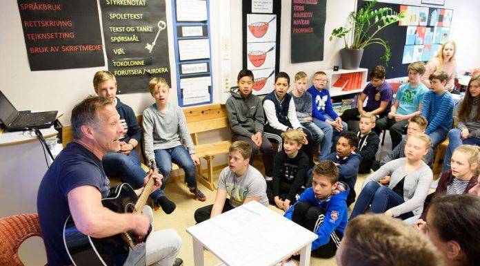 Klassen til lærar Jørgen Belt ved Tjødalio skule opnar nesten kvar skuledag med song. Foto: Henrik Mundal Andreassen/Sunnhordland