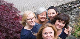 Musikkseksjonen ved barnehagelærerutdanningen på Høgskolen i Oslo og Akershus (HiOA) skal utvikle sangappen Trall til bruk i barnehager og skoler. Bak fra venstre: Ingrid Anette Danbolt, Siri Haukenes, Nina Engesnes og Liv Anna Hagen. Foran: Elisabeth Anvik. FOTO: Karin Elise Fajersson, HiOA
